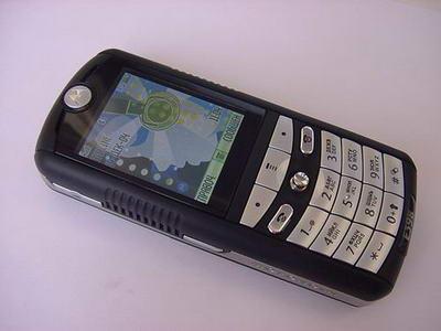 Motorola E398 - технологичный молодежный аппарат со множеством интересных функций и картами расширения памяти...