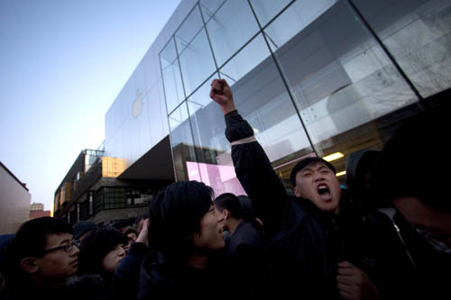 Сегодня Apple начала официальные продажи iPhone 4S в Китае, три месяца...