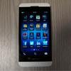 Белый BlackBerry Z10 позирует на качественных снимках